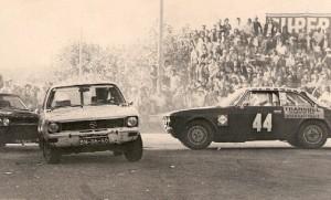 Vila do Conde 1975 – Seguido por Aguiar Ramos ( Capri 3000 GT ), depois de um pião de Carlos Fernandes Belo ( Alfa 2000 GTV ).